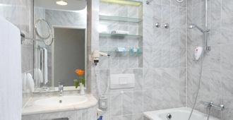 斯查藤瑞拉克萨瓦德酒店 - 斯图加特 - 浴室
