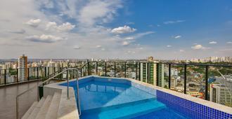 戈亚尼亚假期酒店 - 戈亚尼亚 - 游泳池