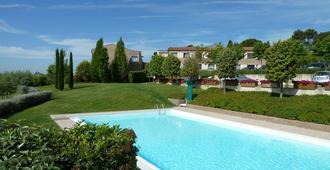 圣加罗公园酒店 - 锡耶纳 - 游泳池