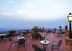 天狼星酒店 - 陶尔米纳 - 露天屋顶