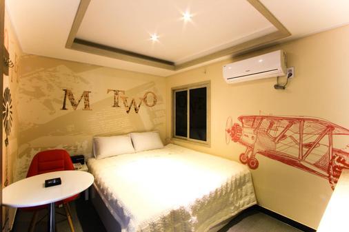 M2汽车旅馆 - 釜山 - 睡房