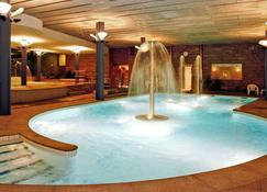安道尔美居酒店 - 安道尔城 - 游泳池