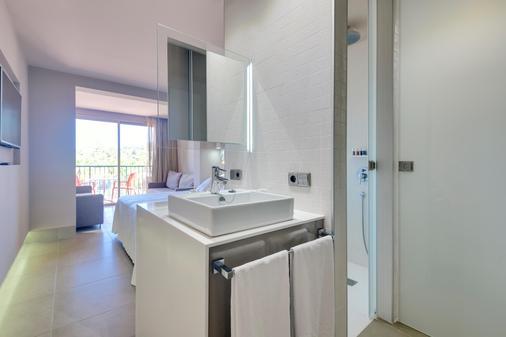 伊比沙西方酒店 - 普拉亚登博萨 - 浴室