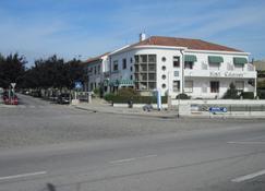 卡拉特拉瓦酒店 - 维亚纳堡 - 建筑