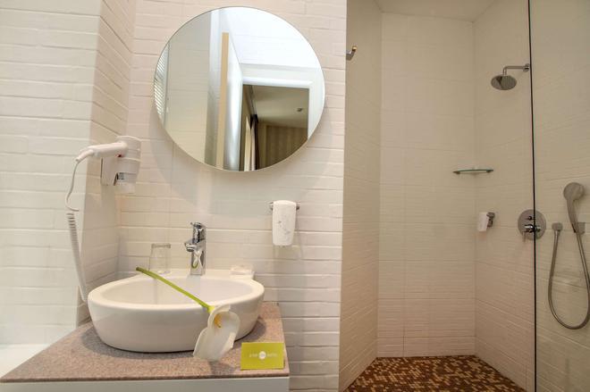 贝尔格莱德跳跃酒店 - 贝尔格莱德 - 浴室