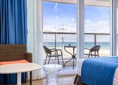 济州海滩科奥普酒店 - 济州 - 睡房
