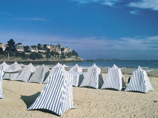 巴里尔迪纳尔酒店 - 迪纳尔 - 海滩