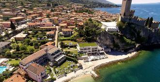 卡斯泰洛湖滨酒店 - 马尔切西内 - 户外景观
