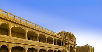 沙漠鬱金香飯店和度假村 - 斋沙默尔
