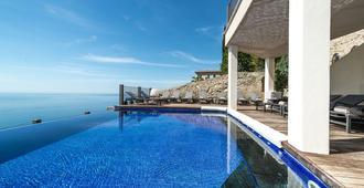 都市之家酒店 - 陶尔米纳 - 游泳池