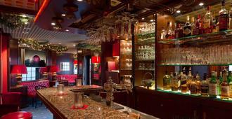 洛伊斯默库尔环形酒店 - 纽伦堡 - 酒吧