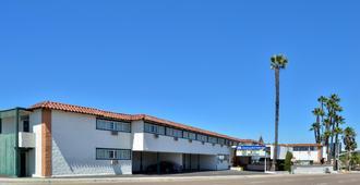 假日小屋美洲最佳价值酒店 - 圣地亚哥 - 建筑