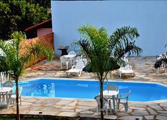 谷伊亚星子旅馆 - 皮雷诺波利斯 - 游泳池