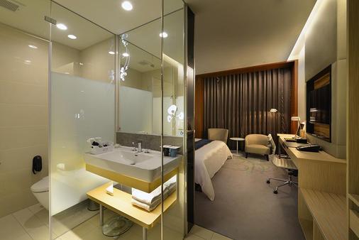 台南荣美金郁金香酒店 - 台南 - 浴室