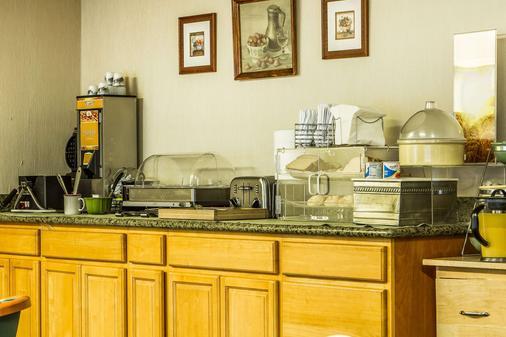 圣克拉拉品质套房酒店 - 圣克拉拉 - 自助餐