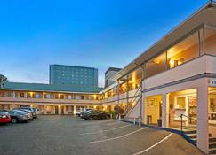 埃弗里特市中心温德姆旅游旅馆 - 埃弗里特 - 建筑