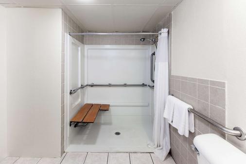 俄克拉荷马城展览会戴斯酒店 - 奥克拉荷马市 - 浴室