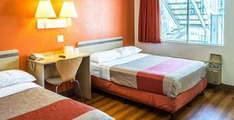 贝克斯菲尔德会议中心6号汽车旅馆 - 贝克斯菲尔德 - 睡房
