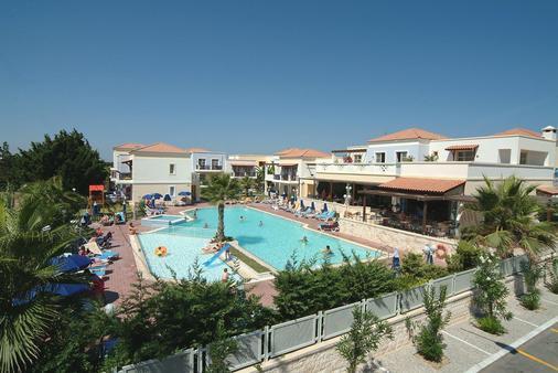 爱琴海之家酒店 - 科斯镇 - 游泳池