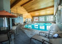 贝斯特韦斯特瑞米尔艾维套房酒店 - 科迪 - 游泳池