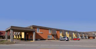 圣克劳德美国最佳价值套房旅馆 - 圣克劳德