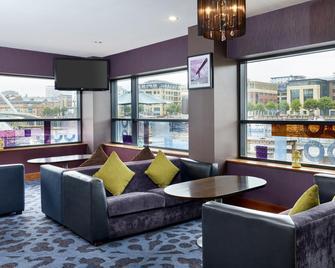 纽卡斯尔码头区茱莉斯酒店 - 盖茨黑德 - 休息厅