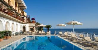 比莱尔酒店 - 索伦托 - 游泳池