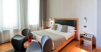 贝斯特韦斯特艺术酒店 - 罗马 - 睡房