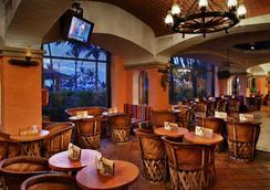 巴塞罗伊斯塔帕全包酒店 - 伊斯塔帕 - 酒吧
