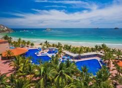 巴塞罗伊萨塔帕式酒店 - 伊斯塔帕 - 游泳池