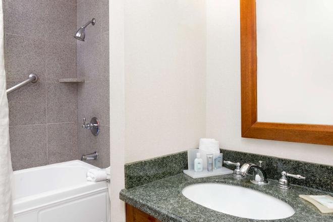 温德姆花园酒店-新奥尔良巴罗纳广场 - 新奥尔良 - 浴室