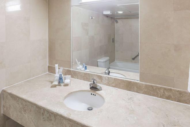 你好库利亚坎华美达酒店 - 庫利亞坎 - 浴室