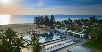 岘港海滩铂尔曼度假酒店 - 岘港 - 游泳池