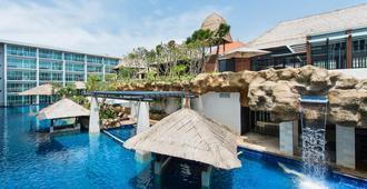 巴厘岛萨卡拉度假村 - 全套房 - South Kuta - 游泳池