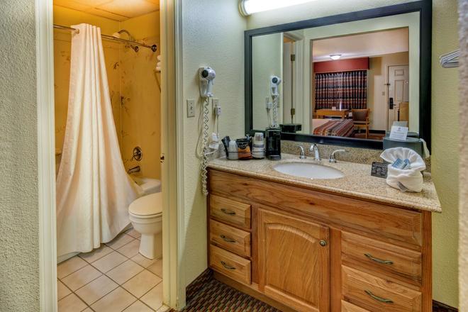 西佳酒店 - 拉塞尔维尔(阿肯色州) - 浴室