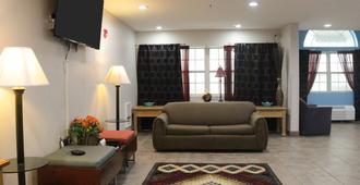 杰克逊城美国最佳价值套房酒店 - 杰克逊 - 客厅