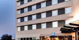 蒙特弗尔朗克莱蒙费朗中心宜必思快捷酒店 - 克莱蒙费朗