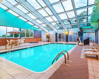 斯克兰顿pa戴斯酒店 - 斯克兰顿 - 游泳池