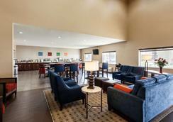 大学康福特套房酒店 - 林肯 - 休息厅
