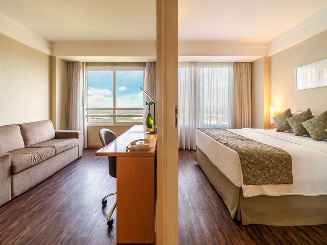 美居瓜鲁柳斯机场酒店 - 瓜鲁柳斯 - 睡房