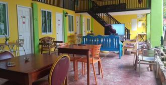 C 分馆青年旅舍 - 普林塞萨港 (公主港) - 餐馆