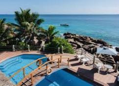 帕拉坦乡村酒店 - La Digue Island - 游泳池