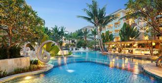 瓦图吉姆巴尔贝尔雷索特瑞士酒店 - 登巴萨 - 游泳池