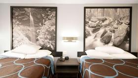 克里夫兰温德姆速 8 酒店 - 克利夫兰 - 睡房