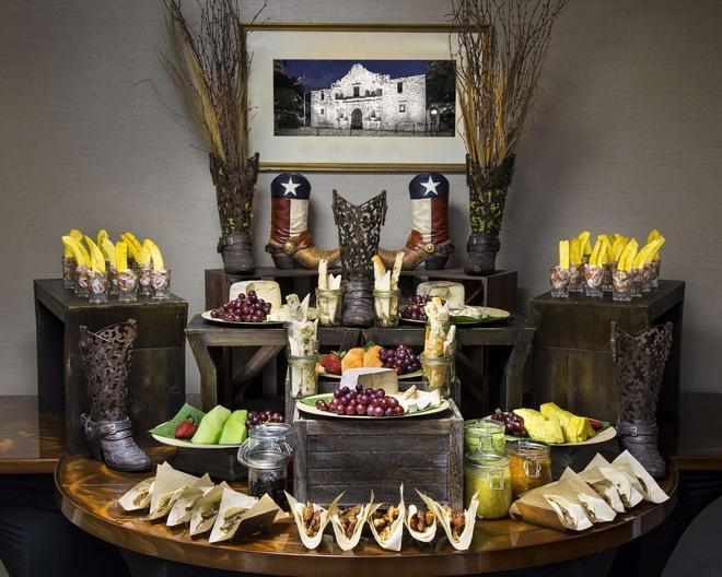 休斯顿白厅酒店 - 休斯顿 - 自助餐