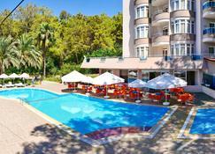 安娜贝拉公园酒店 - 式 - 阿萨拉尔 - 游泳池