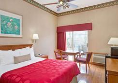 雷东多海滩华美达酒店 - 雷东多海滩 - 睡房