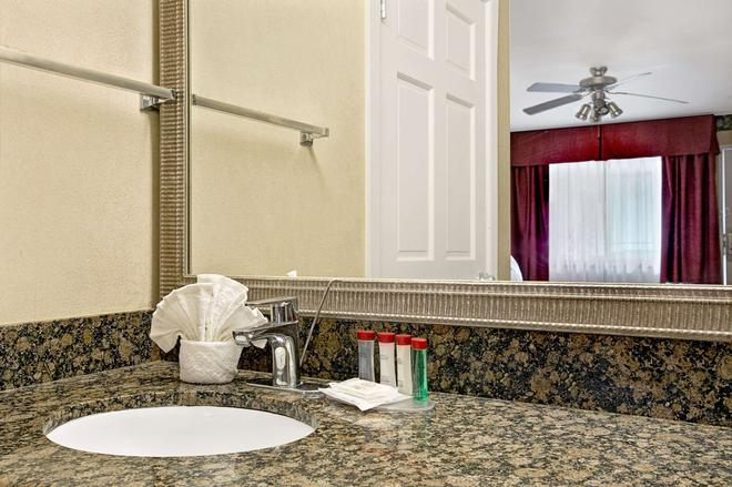 雷东多海滩华美达酒店 - 雷东多海滩 - 浴室