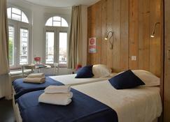 安扎酒店 - 德帕内 - 睡房