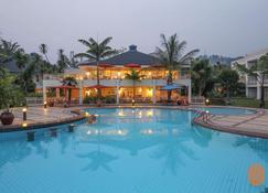 基伍湖塞雷娜酒店 - 吉塞尼 - 游泳池